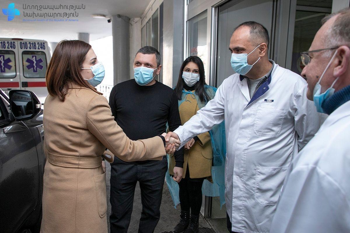 Photo of Առողջապահության նախարար Անահիտ Ավանեսյանը, փոխնախարար Արտյոմ Սմբատյանի հետ աշխատանքային այցով եղել է «Արմենիա» բժշկական կենտրոնում