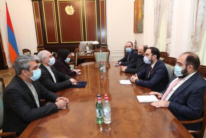 Photo of Ավինյանը և Իրանի դեսպանը քննարկել են «Պարսից ծոց–Սև ծով» միջազգային տրանսպորտային միջանցքի հարցեր