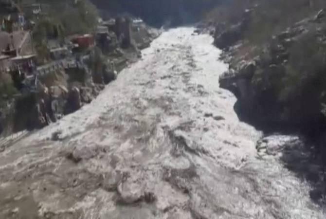 Photo of Более 150 человек пропали без вести при сходе ледника в Индии