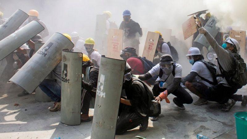 Photo of Мьянма: полиция открыла огонь по демонстрантам, протестующим против переворота. Есть убитые и раненые