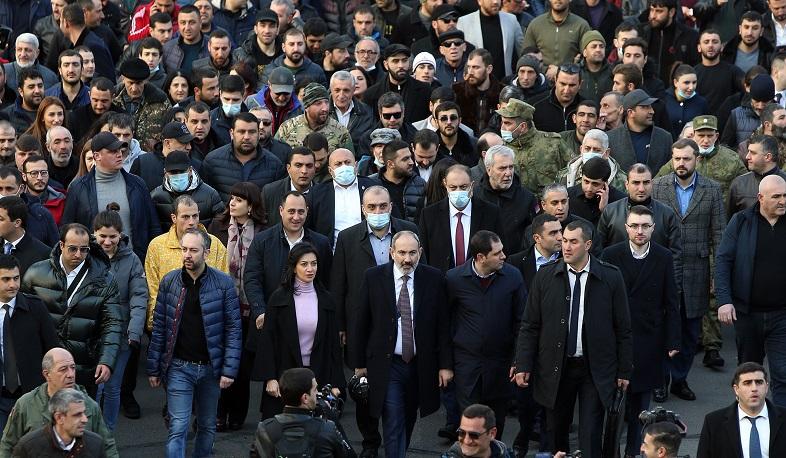 Photo of Премьер призвал прекратить акции и начать диалог