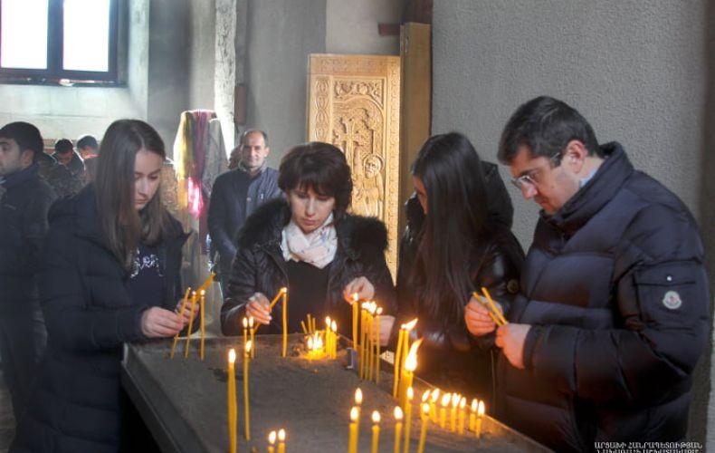 Photo of Նախագահ Արայիկ Հարությունյանն ընտանիքի հետ Ամարասի վանքում մասնակցել է Սուրբ Պատարագին