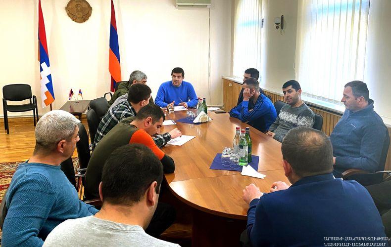 Photo of Президент Арцаха в Ереване провел встречу с группой жителей Гадрутского района