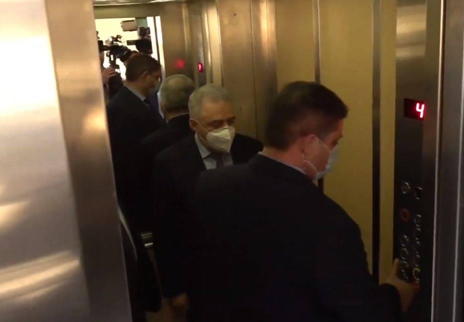 Photo of Ես շտապում եմ հանդիպման․ Վաղարշակ Հարությունյանը կրկին չպատասխանեց լրագրողների հարցերին