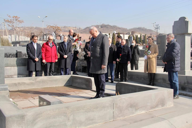 Photo of Дань уважения вкладу в деятельность советской, российской и армянской дипломатии