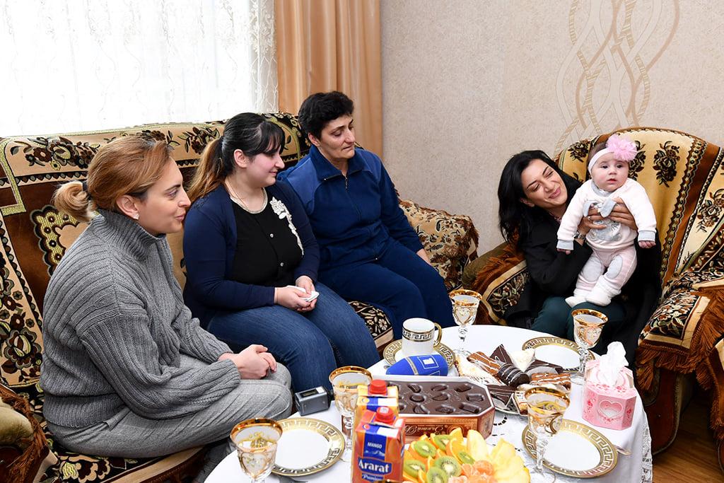 Photo of Աննա Հակոբյանն այցելել է զոհված Արշակ Տոնոյանի ընտանիքին