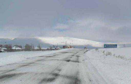 Photo of Վարդենյաց լեռնանցքը դժվարանցանելի է կցորդիչով բեռնատարների համար․ Լարսը բաց է