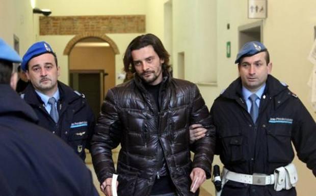 Photo of Экс-игрок «Интера» и «Ромы» Сартор за выращивание 106 кустов марихуаны помещен под домашний арест