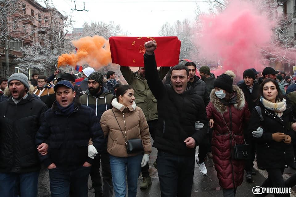 Photo of Шествие части участников митинга направилось на проспект Аршакуняц.