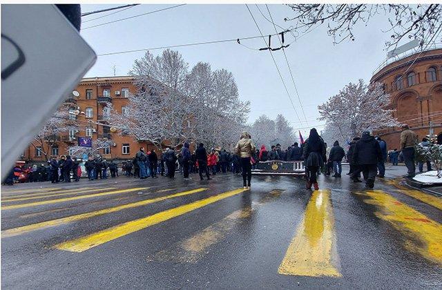 Photo of Պարալիզացվել է փոքր Կենտրոնի երթևեկությունը. փակված են փողոցները