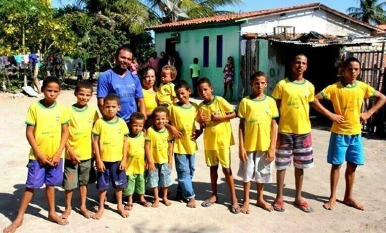 Photo of Բրազիլական հրաշք. մի ամբողջ ֆուտբոլային թիմ՝ գումարած 2 պահեստային. ընտանիքում 13 տղա կա եւ ոչ մի աղջիկ