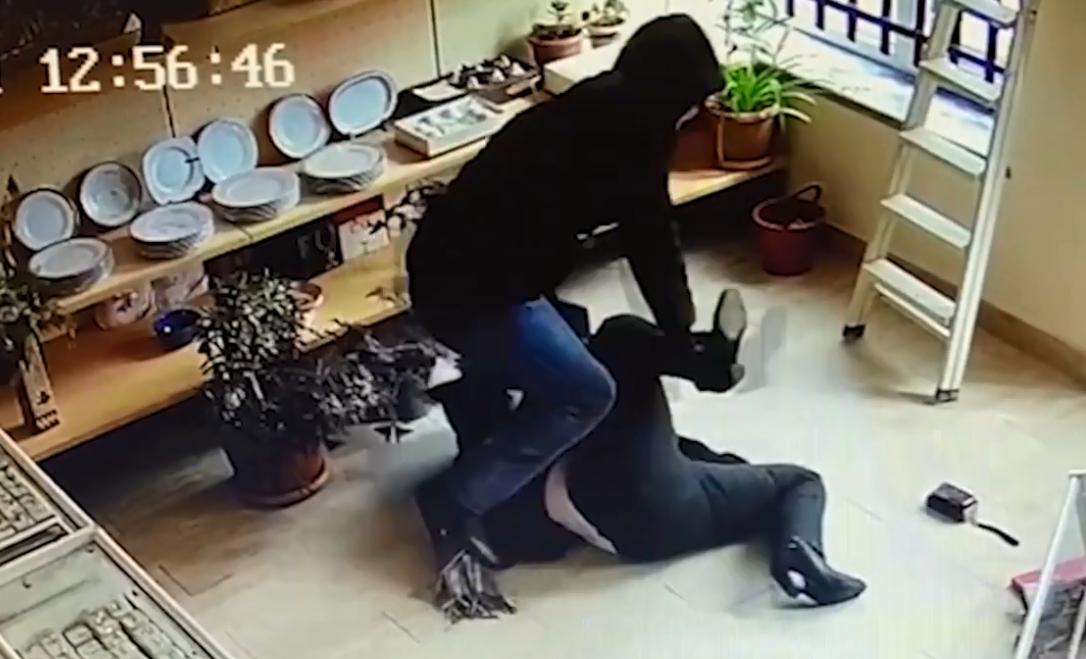 Photo of Դանակի գործադրմամբ ավազակություն Սիսիանում․ կասկածյալը ձերբակալվել է, գողոնն՝ առգրավվել