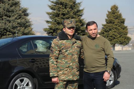 Photo of Իսպանիայում բնակվող հայ բարերարը թշնամու 9 տանկ, 7 ՀՄՄ ոչնչացրած զինվորին մեքենա է նվիրել