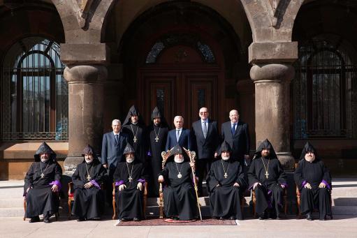 Photo of Գերագույն հոգևոր խորհրդի ժողով՝ Էջմիածնում․ քննարկվել է գերիների և անհետ կորածների հարցը