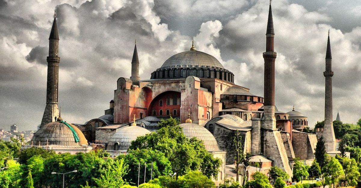 Photo of Հունաստանը Թուրքիայից պահանջում է մզկիթի վերածված Սբ. Սոֆիայի տաճարին վերադարձնել իր նախկին կարգավիճակը