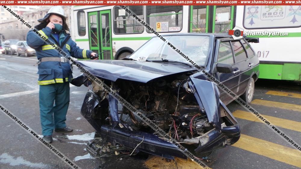 Photo of Ավտովթար Երևանում․ Կոմիտասի պողոտայում ճակատ-ճակատի բախվել են BMW-ն ու Lada-ն ․ վերջինիս մարտկոցը մի քանի մետր շպրտվել է․ կա վիրավոր