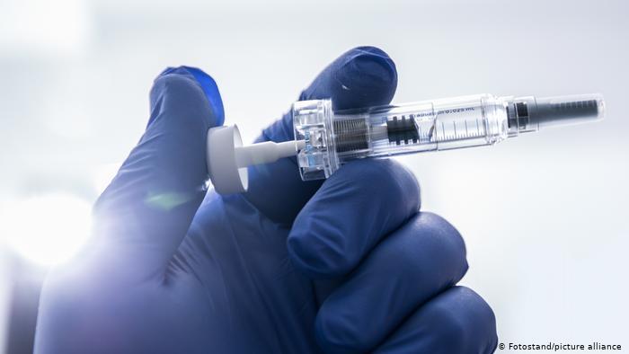 Photo of В Германии завели дело на врача за испытания собственной вакцины от COVID-19
