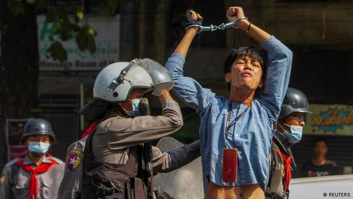 Photo of Во время демонстраций в Мьянме убиты не менее шести человек