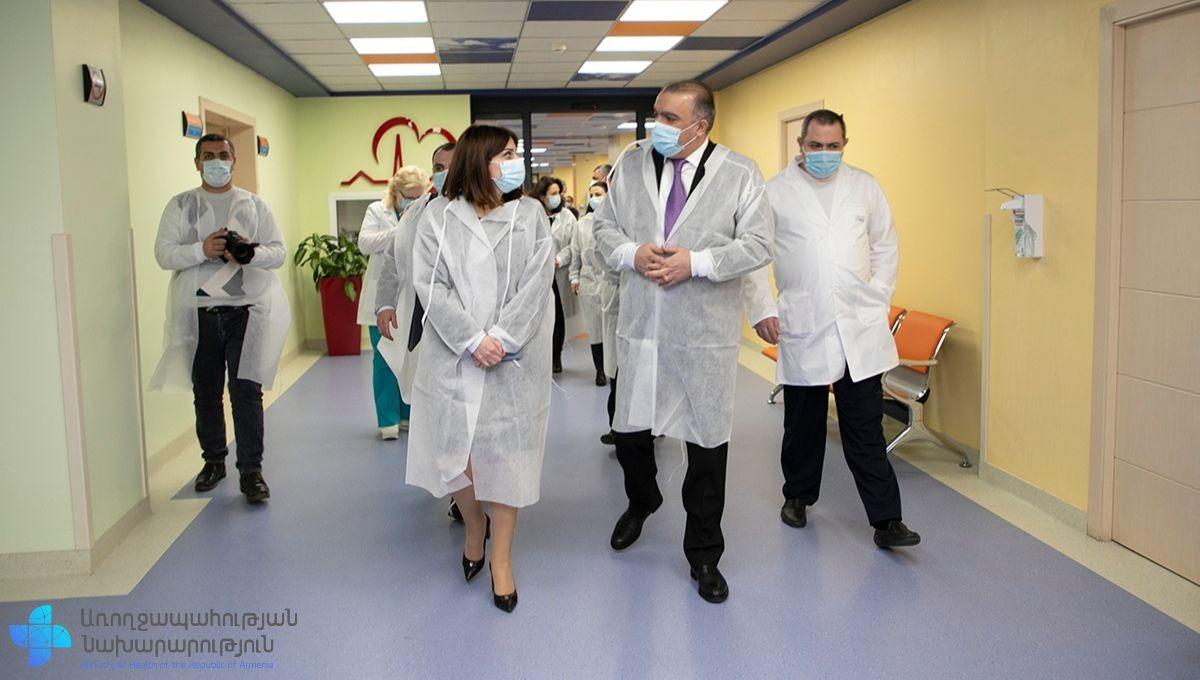 Photo of Առողջապահության նախարար Անահիտ Ավանեսյանն ու նախարարի տեղակալ Արտյոմ Սմբատյանն այցելել են «Էրեբունի» բժշկական կենտրոն