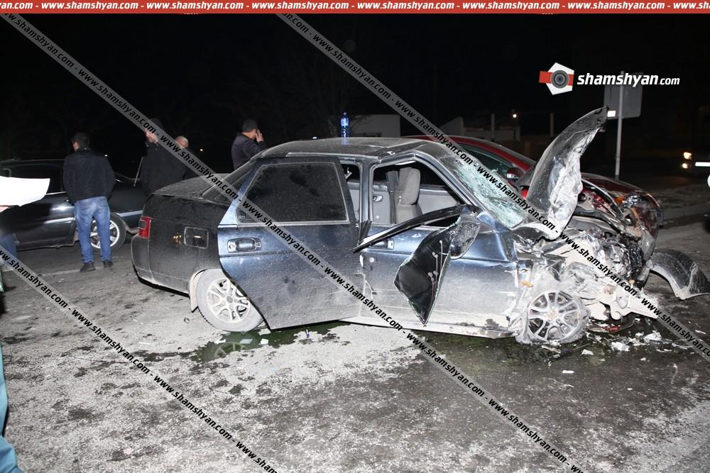Photo of Խոշոր ավտովթար Արմավիրում. բախվել են Mazda-ն, ВАЗ-ն ու պարսկական համարանիշներով բեռնատարը. վիրավորներին առաջինը օգնության են հասել ավտոպահեստամասերի կետի աշխատակիցները