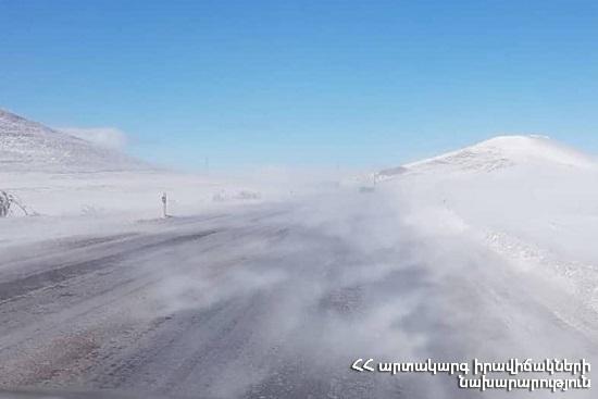 Photo of ՀՀ-ում կան փակ և դժվարանցանելի ավտոճանապարհներ, Լարսում բեռնատարները դեռ կանգնած են