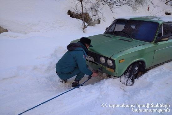 Photo of Спасатели вытащили застрявшие автомобили