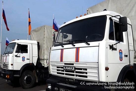 Photo of МЧС РФ направило в Арцах 6 грузовиков гуманитарной помощи