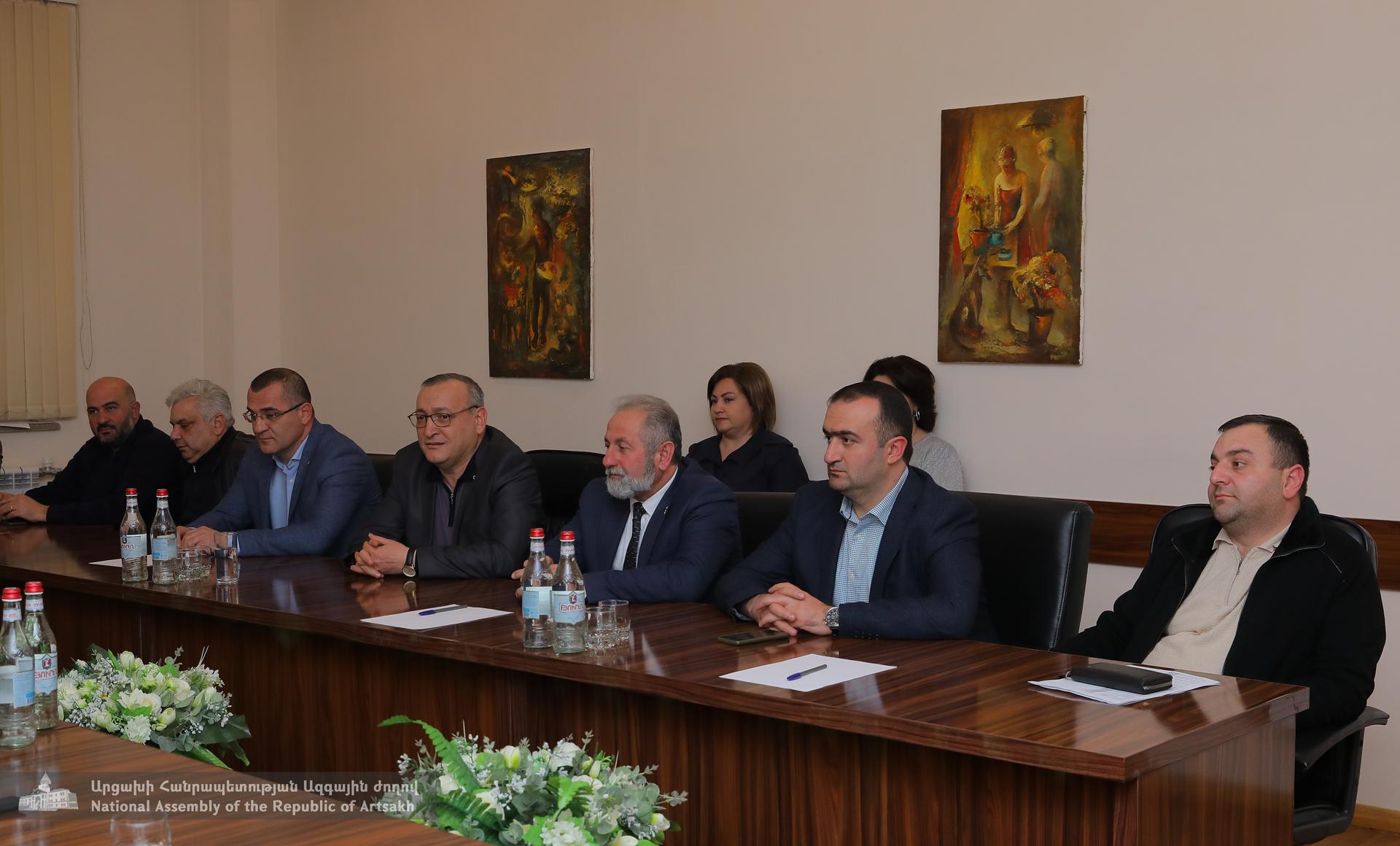 Photo of Արցախի Հանրապետության Ազգային ժողովի նախագահն ընդունել է «Ազատ Արցախ» թերթի խմբագրական կազմի