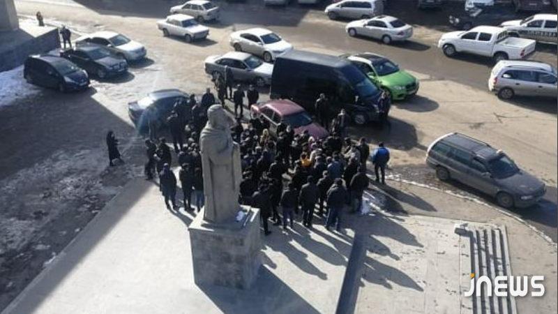 Photo of Ջավախքի բնակիչները բողոքի ակցիայով մտել են Ախալքալաքի քաղաքապետարան