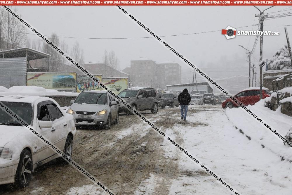Photo of Շղթայական ավտովթար Սյունիքի մարզում․ ճանապարհի մերկասառույցի պատճառով Քաջարան քաղաքի սկզբնամասում բախվել է 10 ավտոմեքենա