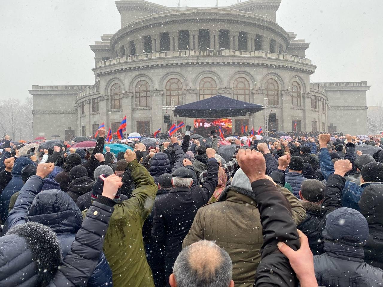 Photo of «Պետք է պատրաստ լինել կայծակնային արագությամբ, ապստամբելով վերցնել իշխանություն». Վազգեն Մանուկյանը Փաշինյանին հեռացնելու 2 պլան առաջարկեց