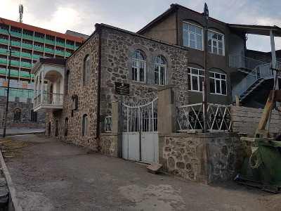 Photo of Պետական գույքի կառավարման կոմիտեն վաճառում է Գորիսում բացառիկ նշանակություն ունեցող պատմական շենքերից մեկը. Յոլյան