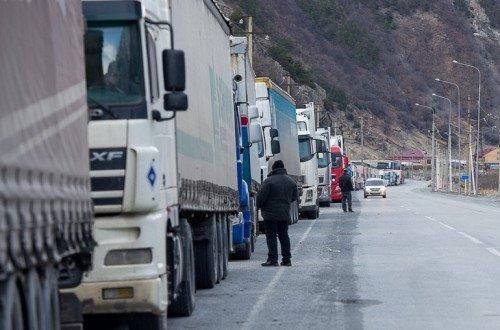 Photo of Ստեփանծմինդա-Լարս ճանապարհը ձնահյուսի վտանգի պատճառով փակ է բեռնատարների համար. կա մոտ 370 կուտակված բեռնատար