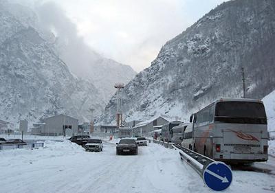 Photo of Լարսի ճանապահը բաց է բոլոր մեքենաների համար. ռուսական կողմում դեռ կուտակված է 500 բեռնատար