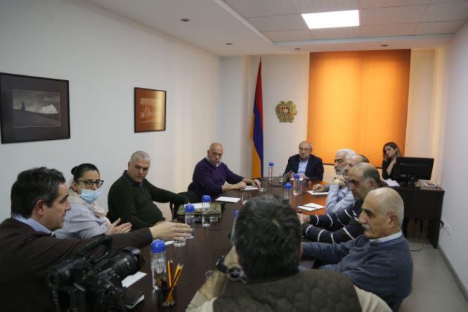 Photo of Վազգեն Մանուկյանը հանդիպել է մի խումբ հայրենադարձների հետ