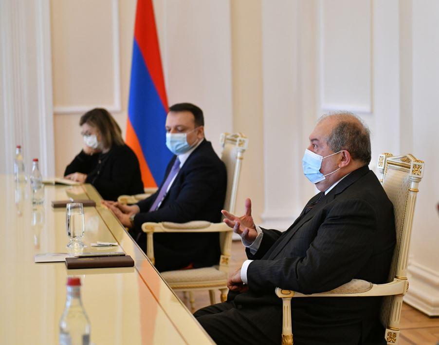 Photo of Армен Саркисян встретился с группой депутатов, не входящих во фракции НС
