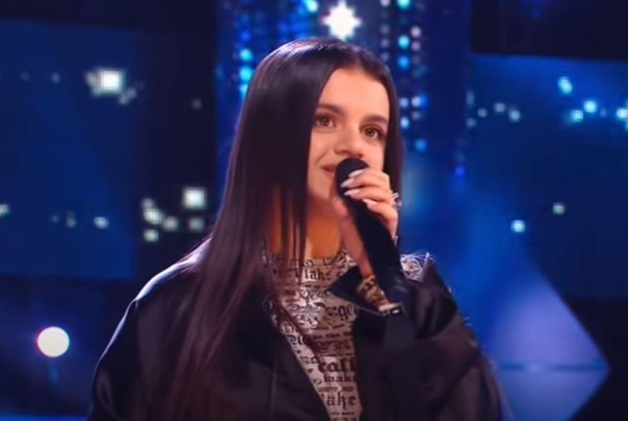 Photo of 17-летняя внучка Ашота Газаряна покорила жюри шоу «Ну-ка, все вместе» и вышла в финал