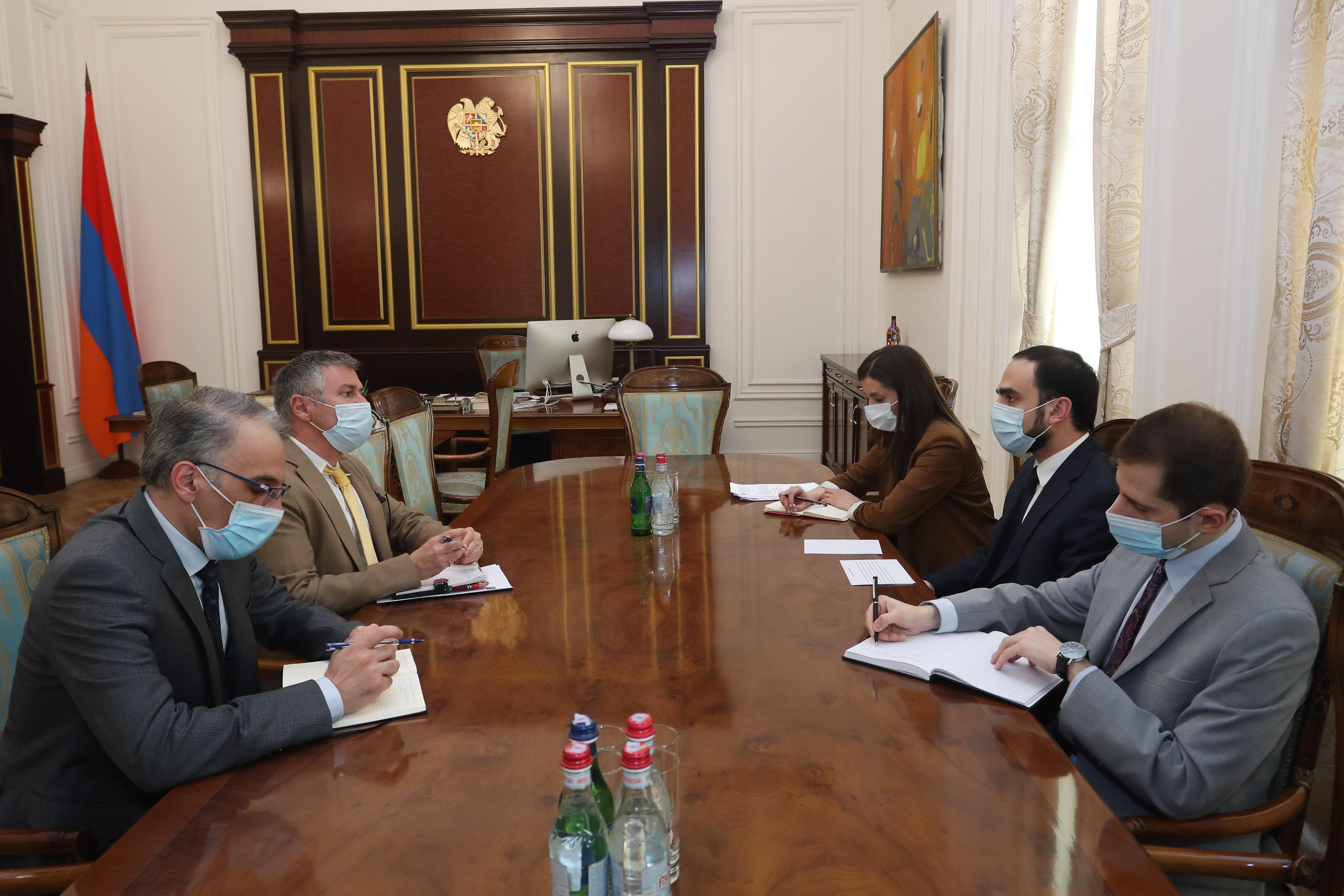 Photo of Փոխվարչապետն ընդունել է Ասիական զարգացման բանկի հայաստանյան գրասենյակի տնօրենին