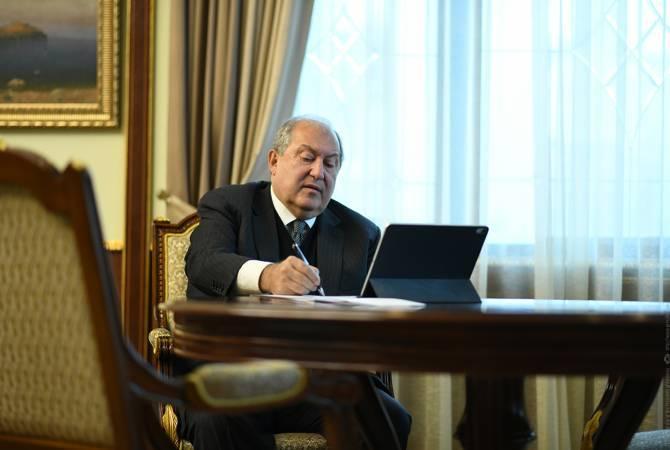 Photo of ՀՀ նախագահ Արմեն Սարգսյանը հրամանագրեր է ստորագրել