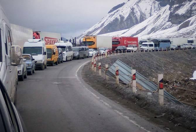 Photo of На территории Армении закрытые автомобильные дороги, в Ларсе скопилось 270 грузовиков