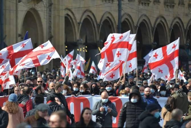 Photo of Протестующие в Кутаиси требуют расторгнуть договор с турецкой компанией «Энка» о строительстве ГЭС