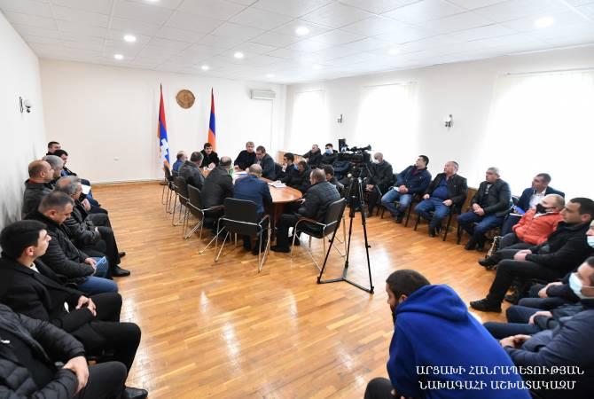 Photo of Արցախի նախագահը Երևանում հանդիպել է Հադրութի և Քաշաթաղի շրջանների մի խումբ բնակիչների հետ
