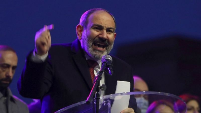 Photo of «Оник джан, ты допустил большую ошибку». Пашинян обвинил главу генштаба Армении в предательстве. BBC