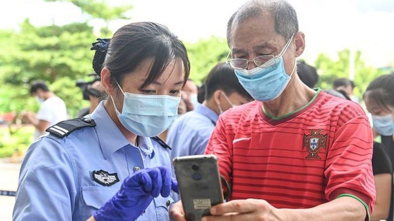 Photo of Коронавирус в мире: Китай первым запустил вакцинные паспорта, больницы Парижа на пределе