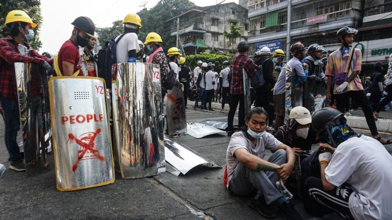 Photo of Новые протесты в Мьянме: силовики застрелили восемь человек