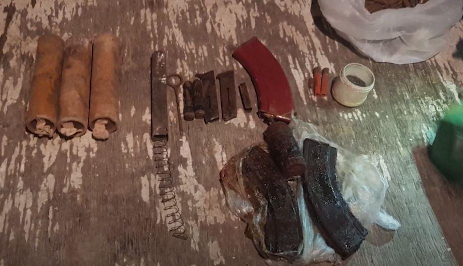 Photo of Քանաքեռ-Զեյթունի ոստիկաններն ապօրինի ինքնաձիգ ու ռազմամթերք են հայտնաբերել․ մեկ անձ ձերբակալվել է