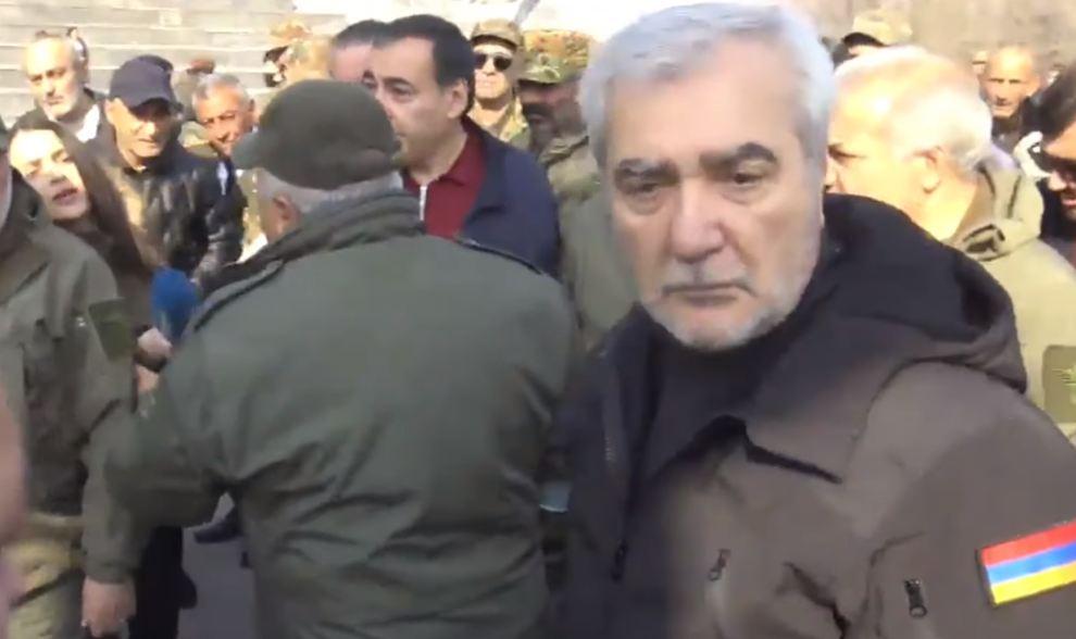 Photo of Մի հատ դուրս արի. որ օրը չհարամի, չի կարա. Անդրանիկ Քոչարյանը գոռաց լրագրողի վրա