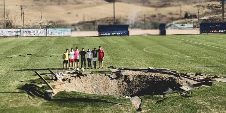 Photo of Մարտունու՝ պատերազմի ընթացքում հրետակոծված մարզադաշտը վերականգնվում է