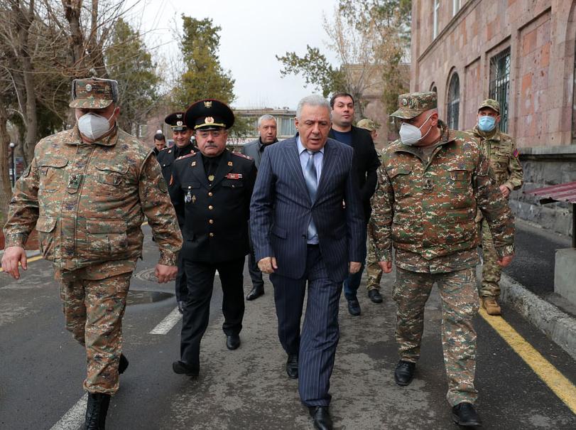 Photo of Министр обороны Армении посетил Центральный клинический военный госпиталь