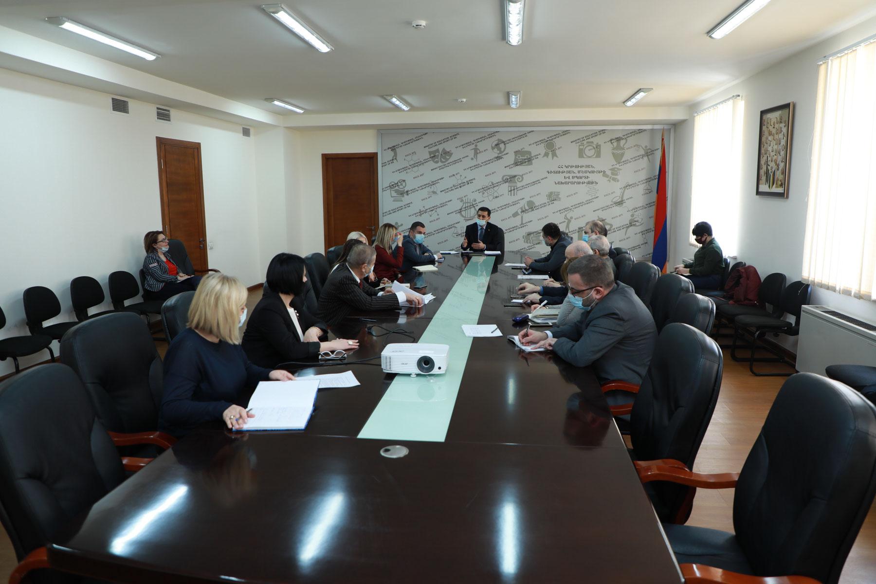 Photo of ԿԳՄՍ փոխնախարարները հանդիպել են բուհերի արտաքին կապերի պատասխանատուների հետ